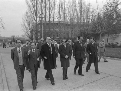 Visita a la UTE del Contralor General de la República, Osvaldo Iturriaga. Fecha estimada 1978.