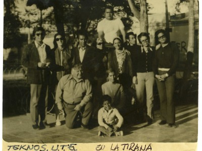 Elenco Teatro Teknos en gira al norte del país. La Tirana. 1973. (Donación Juan Quezada)