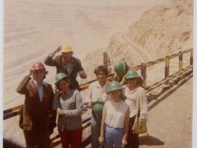 Elenco Teatro Teknos en gira al norte del país. Chuquicamata, 1973. (Donación Juan Quezada)