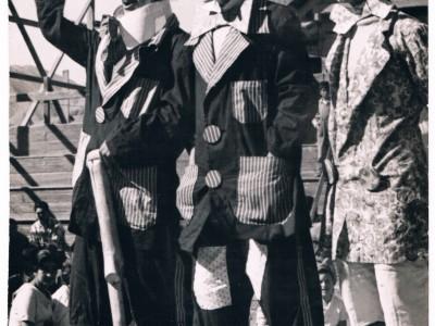 Payasos del Circo Minero de Copiapó. De izquierda a derecha: Tomás Ireland, Alfredo Bown y Dick Saa. Fecha estimada: década del 50. (Donación de Tomás Ireland)