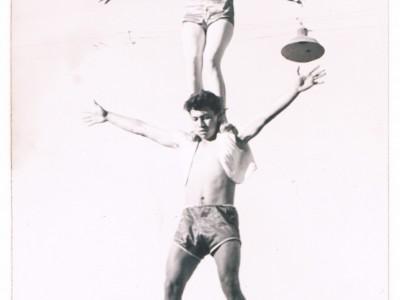 Presentación del mago Víctor Burgos y su asistente, en Circo Minero de Copiapó. Sin fecha. (Donación de Tomás Ireland)