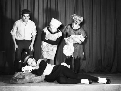 """Obra """"Los grillos sordos"""" del Teatro Teknos. 1964."""