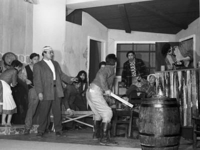 """Obra """"El farsante del oeste"""" del Teatro Teknos. 1964."""