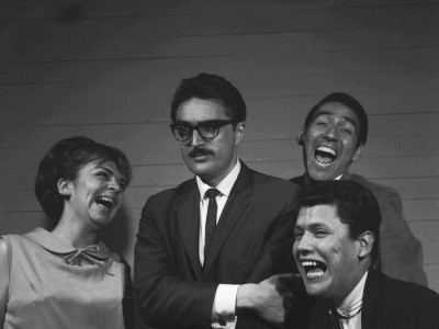 """Gladys del Río, Raúl Rivera (Director del Teatro Teknos), Juan Quezada y Hugo González, elenco de la obra """"Escape Libre"""". 1965."""