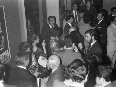 """Público de la obra """"Pan Caliente"""". Sala Bulnes, Santiago. 1967."""