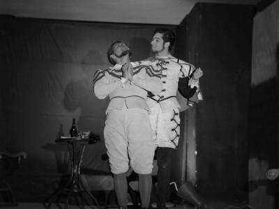 """Juan Quezada e Igor Cantillana en obra """"Don Juan"""" del Teatro Teknos. Sin fecha."""