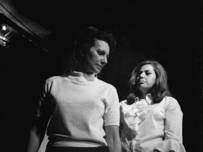 """Maité Fernández y Gladys del Río, actrices Teatro Teknos en obra """"Heroica de Buenos Aires"""". Sin fecha."""