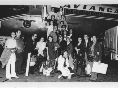 Elenco del Teknos en viaje hacia el Festival de Teatro de Manizales, Colombia. 1970.