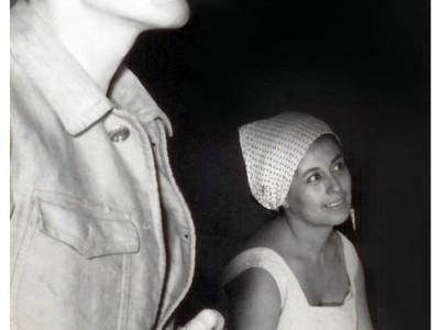 """Obra """"Roquerío"""". En la fotografía: Oscar Ripoll y Norma Vidal. Sin fecha. (Donación Tomás Ireland)"""