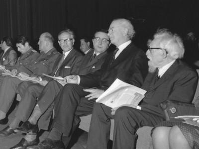 Linus Pauling y Alejandro Lipschutz visitan la UTE 1970