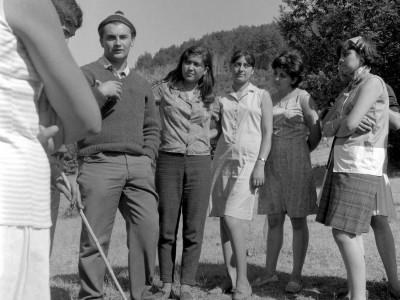 Estudiantes en Trabajos Voluntarios en la Provincia de Malleco, 1966. Destaca en la imagen el presidente de la FEUT, Alejandro Yáñez.