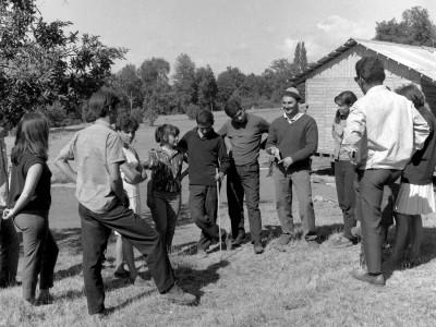 Estudiantes en Trabajos Voluntarios en la Provincia de Malleco, 1966. En la imagen destaca el presidente de la FEUT, Alejandro Yáñez.
