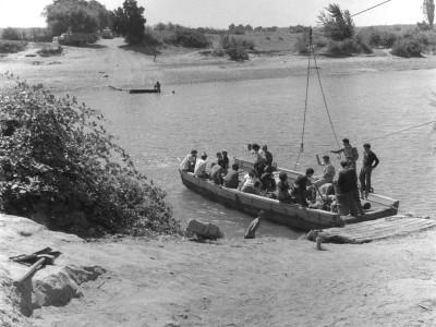 Estudiantes de la UTE llegando a una localidad de la Provincia de Malleco durante los Trabajos Voluntarios de 1966
