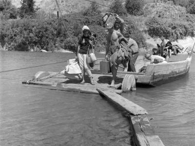 Estudiantes de la UTE llegando a localidad de la Provincia de Malleco durante los Trabajos Voluntarios de 1966.