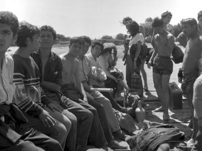 Estudiantes de la UTE llegando a una localidad de la Provincia de Malleco durante los Trabajos Voluntarios de 1966.