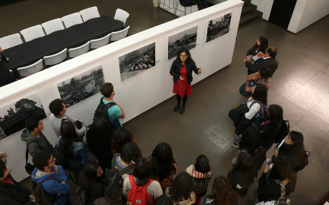 Visita Guiada Exposición «Cachorro/a. Cuatro décadas de bienvenidas estudiantiles»